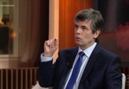 Antecipar uso da cloroquina teve peso, diz Nelson Teich sobre saída do Ministério da Saúde