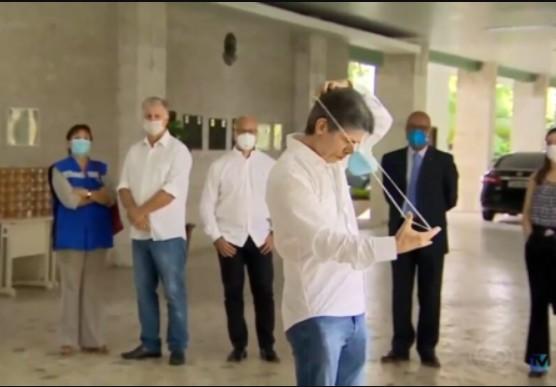 Capturar 15 - MINISTRO ATRAPALHADO: Teich é flagrado com dificuldades para colocar mascara de proteção - VEJA VÍDEO
