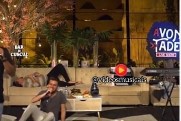 Cantor Zezo é flagrado dormindo em live de Raí Saia Rodada e Luan Estilizado