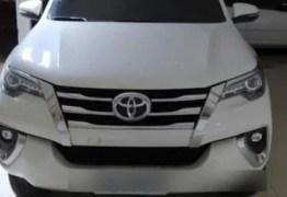 Dupla é presa suspeita cometer assaltos e roubar carros de luxo na orla de João Pessoa