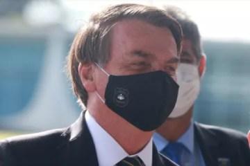 Bolsonaro ri ao ouvir comentário sobre operação contra Witzel e dá parabéns à PF