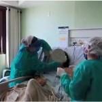 Paciente recebe cateter nasal - Unimed JP usa técnica de fisioterapia inovadora em pacientes com covid-19