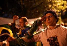 """Bolsonaro insistiu em reduzir controle de armas quatro vezes na pandemia para """"armar população"""""""