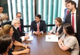 """PT, Psol, PCdoB e PCB protocolam """"pedido amplo"""" de impeachment de Bolsonaro"""