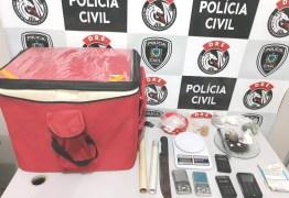 """Polícia Civil prende entregador de pizzas que fazia """"delivery"""" de drogas e recebia com cartão de crédito em Campina Grande"""
