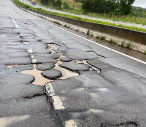 WhatsApp Image 2020 05 23 at 13.59.37 1 e1590268922412 300x261 - PRF ALERTA: buracos em rodovia danificam veículos na divisa com Pernambuco