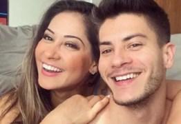 Arthur Aguiar e Mayra Cardi seguem dormindo na mesma cama após anunciarem divórcio