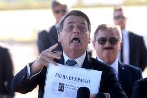 bolsonaro cala a boca 300x200 - Bolsonaro manda repórteres calarem a boca, ataca Folha e nega interferência na Polícia Federal - VEJA VÍDEO
