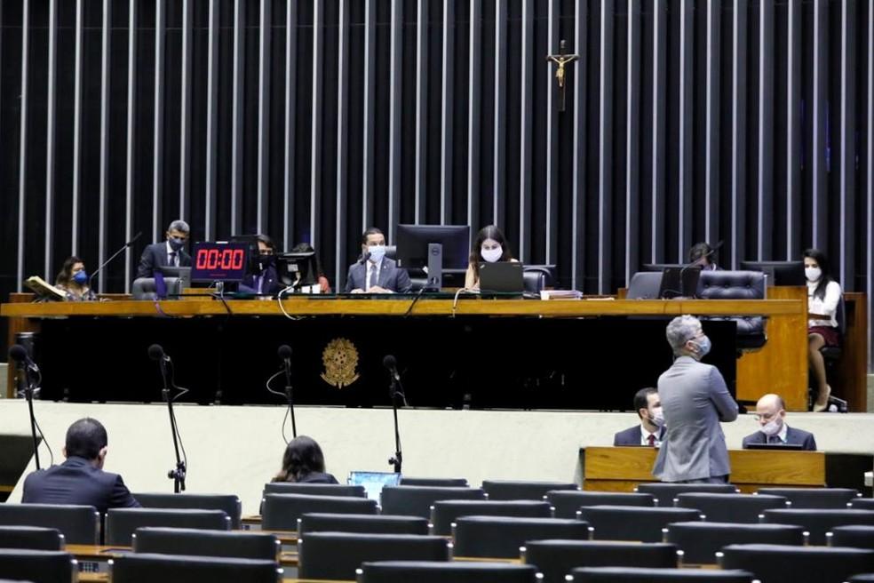 """camara1 - Deputados federais aprovam projeto de lei que autoriza o governo federal a contornar """"regra de ouro"""""""