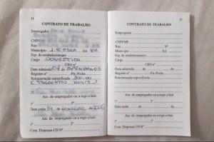carteira de trabalho 300x199 - Dona de casa que não foi eleita em 2016 tem auxílio negado por constar no sistema que ela é vereadora