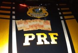 Paraibanos são presos no RN com mais de R$ 1 mil em cédulas falsas de R$ 20