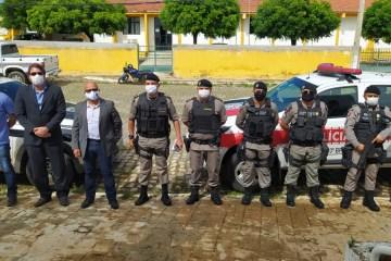 Polícia 'flagra' funcionamento de comércio e prende lojistas no Sertão