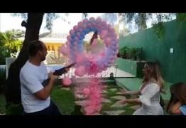 Eduardo Bolsonaro atira e descobre que vai ser pai de uma menina