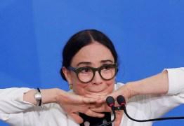 'Ele está me dispensando', diz Regina sobre Bolsonaro