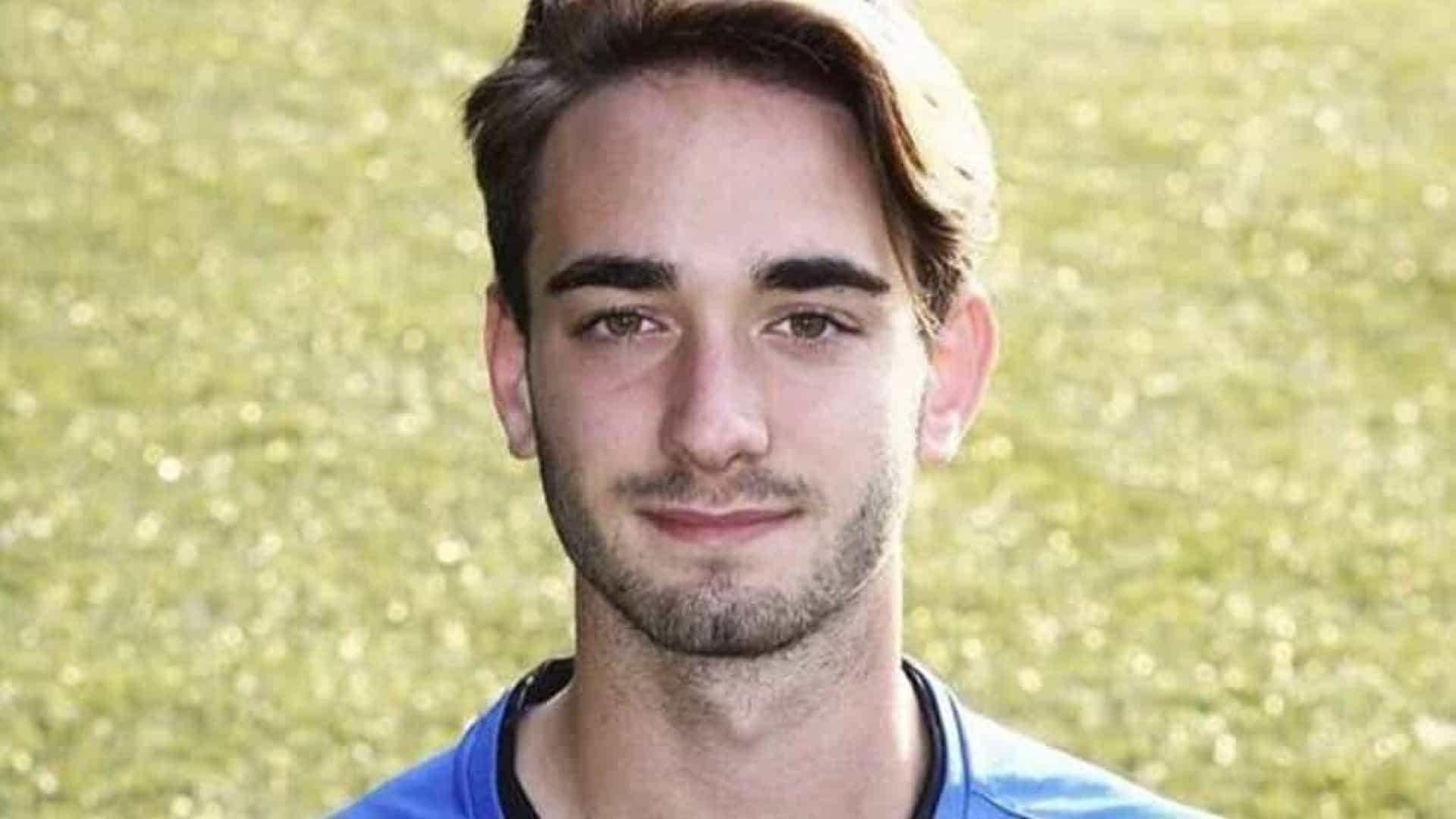 naom 5eb94b03cd9bd - Jogador de futebol de 19 anos morre após treino