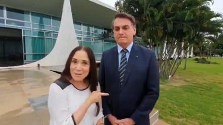 """regina duarte bolsonaro 450x253 1 - MAIS UMA FORA: Regina Duarte deixa a Secretaria de Cultura, e pergunta se o presidente estaria """"fritando"""" ela publicamente - VEJA VÍDEO"""
