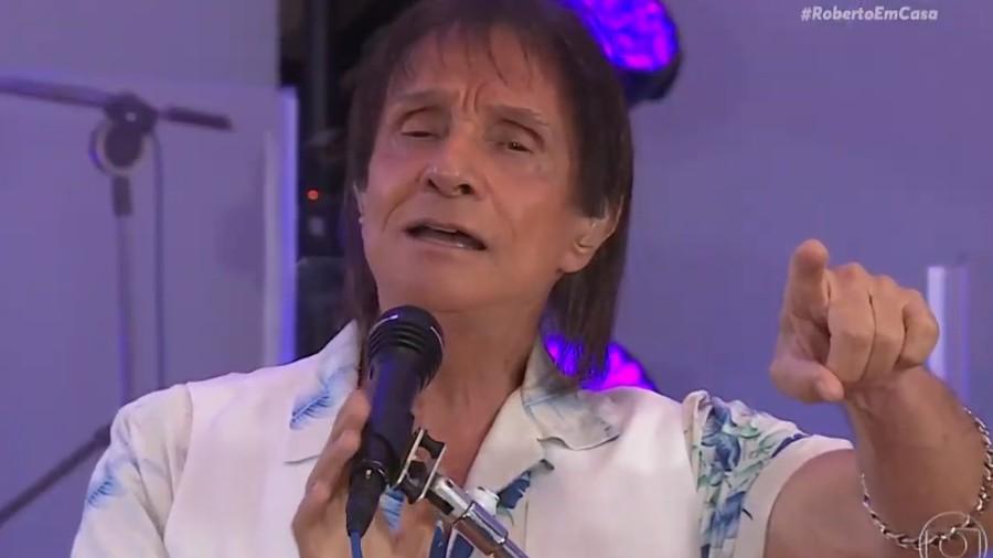 roberto carlos em live de homenagem as maes 1589134772969 v2 900x506 - Roberto Carlos quebra tradição em 2ª live e defende isolamento 'radical' no Brasil