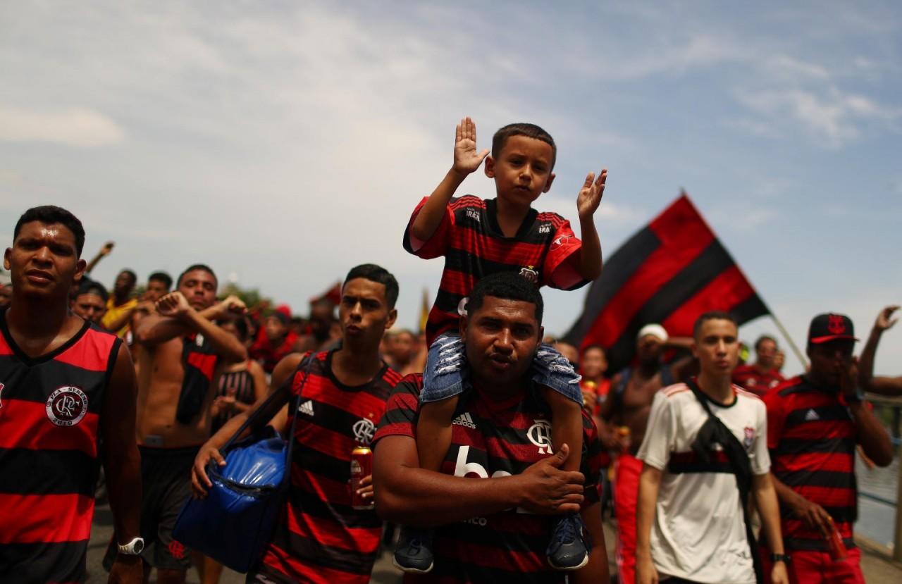 torcida do flamengo acompanha o time no embarque para mundial 1576255672217 v2 1920x1243 - Flamengo aposta em novo patrocínio para diminuir prejuízo com arrecadação