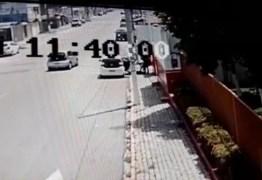 Vídeo mostra PM baleado sendo deixado em frente à sede do Samu em Natal