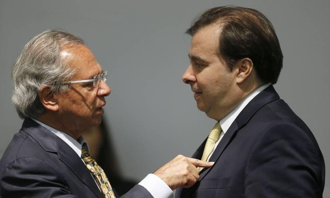 Rodrigo Maia defende prorrogação do auxílio emergencial e vê riscos em redução proposta por Paulo Guedes