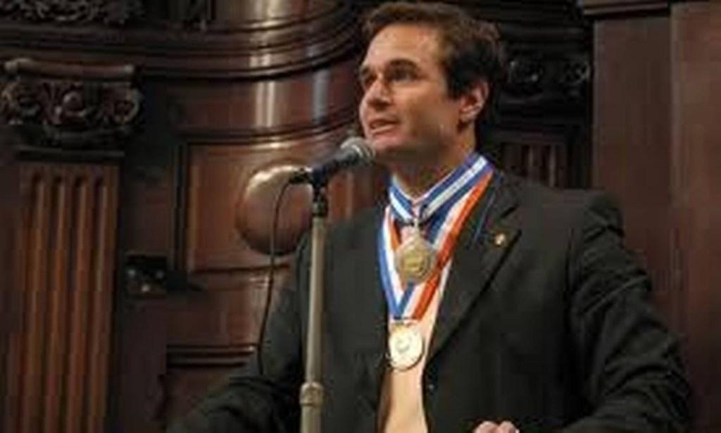 xWhatsApp Image 2020 05 19 at 19.43.33.jpeg.jpg.pagespeed.ic .VV11wVEDvJ 1024x615 - MEDALHA TIRADENTES: Delegado da PF citado em inquérito recebeu honraria a pedido de Flávio Bolsonaro
