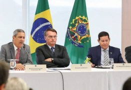 'Covarde', afirma Bolsonaro ao acusar Moro de lhe impedir de armar a população