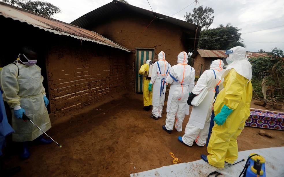 2020 04 10t163550z 1865019898 rc2s1g90k3u3 rtrmadp 3 health ebola congo - Congo enfrenta surtos de ebola, Covid-19 e sarampo ao mesmo tempo