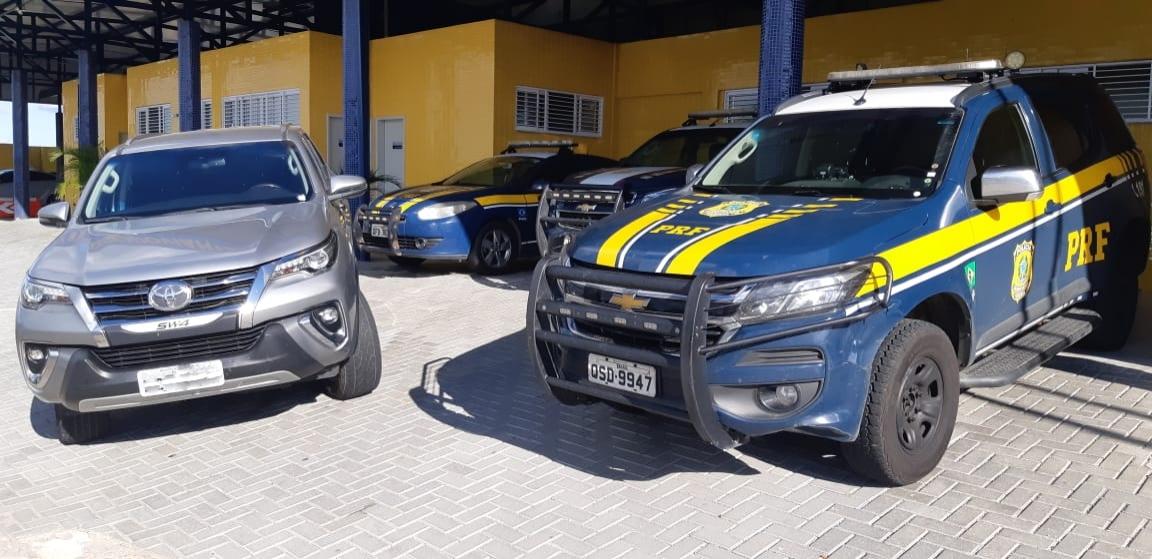 4298f520 1bee 4d04 969d c9857e9fd50d - Polícia Rodoviária Federal apreende carro de luxo roubado que circulava com placa clonada em CG