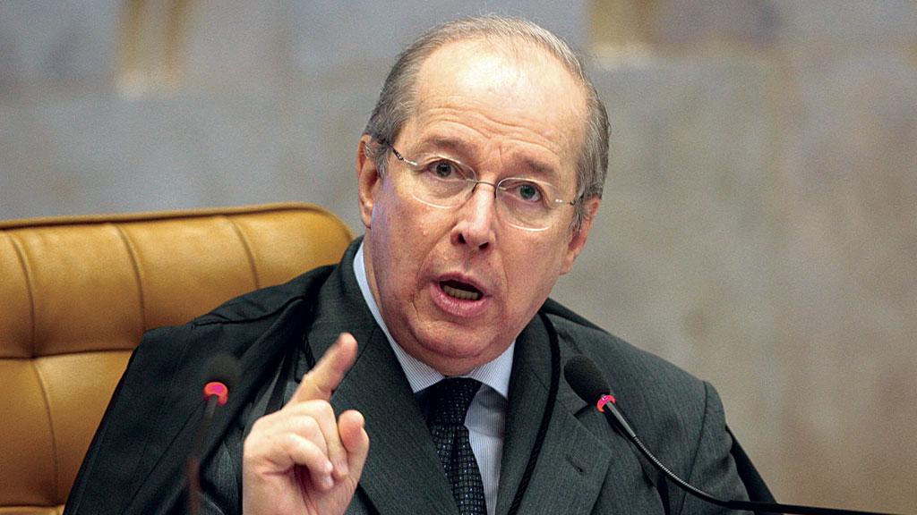 62 - Base de Bolsonaro propõe pedir suspeição de Celso de Mello