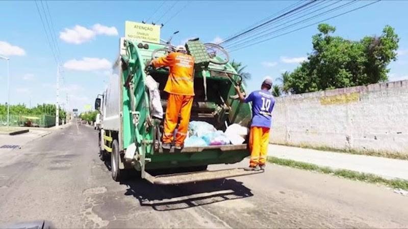 COLETA DE LIXO DE CAMPINA - Carro colide com caminhão de lixo após invadir contramão, em Campina Grande