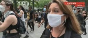 Capturar 15 300x131 - Repórter da GloboNews é empurrada ao vivo por policial nos EUA
