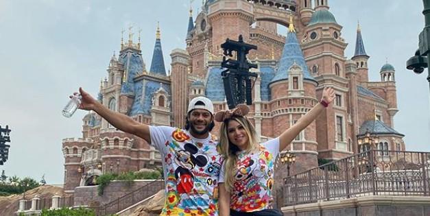 Capturar 2 - Hulk Paraíba curte Disney de Xangai com a mulher, Camila Ângelo