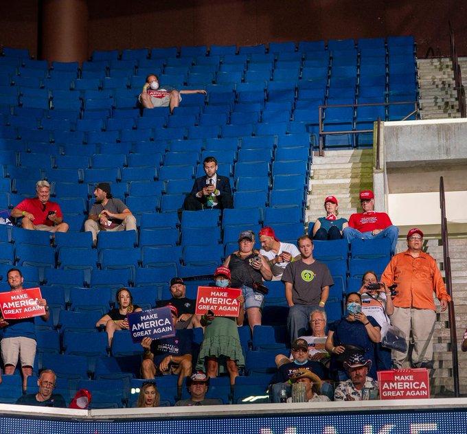 EbAn7RHX0AAPshU - INFLUENCIADORES DIGITAIS: Usuários do TikTok e fãs de K-pop esvaziam comício de Trump
