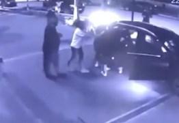 Jogador Dudu do Palmeiras e ex-mulher brigam dentro de carro