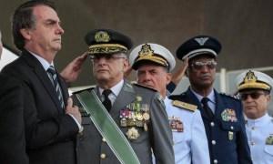bolsonaro militares 300x180 - Bolsonaro sai ou vai ser saído - por Magno Martins