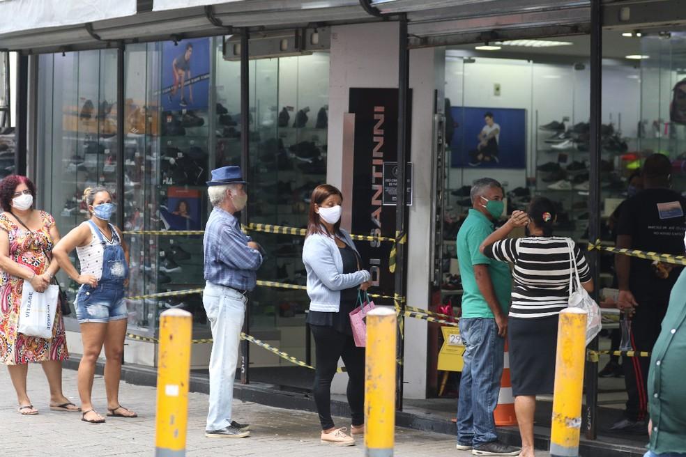 comercio recife 2  - Uso massivo de máscaras pode impedir 2º onda de contágio, diz estudo