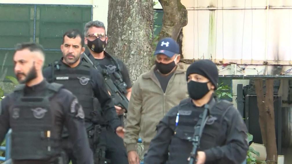 frame 02 23 26.498 - Fabrício Queiroz, ex-assessor de Flávio Bolsonaro, é preso em Atibaia, SP - VEJA VÍDEO