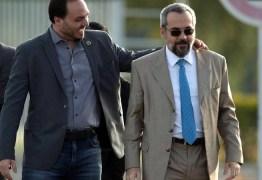 'Pior ministro de Bolsonaro pode estar a caminho', diz jornal de Portugal sobre Weintraub