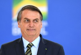 Bolsonaro diz que não dá para manter auxílio por muito tempo e cobra reabertura