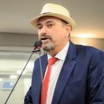 jeova - Jeová Campos responde polêmica sobre garrafas de cerveja, 'Não devo satisfação aos falsos moralistas'