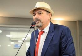 Jeová Campos responde polêmica sobre garrafas de cerveja, 'Não devo satisfação aos falsos moralistas'