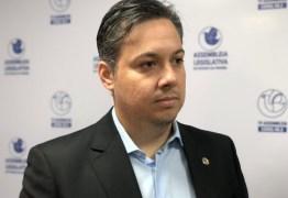 """""""Inicia nos lares e deve ter o apoio de escolas, governos e da sociedade"""" sentencia Júnior Araújo sobre combate às drogas"""