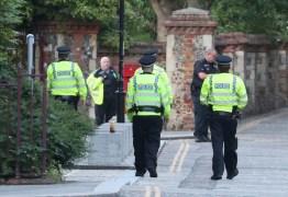 Polícia diz que ataque com faca no sul da Inglaterra foi ato terrorista