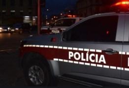 Jovem é preso após polícia desarticular ponto de venda de drogas, em Campina Grande