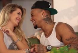 Léo Santana afirma que é normal idas e vindas em relacionamentos após anunciar que está novamente namorando com Lorena Improta
