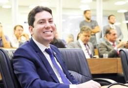 Projeto de Felipe Leitão obriga bancos, supermercados e outros seguimentos comerciais a distribuir álcool em gel a 70% para seus clientes
