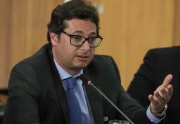 Secretário da Secom compara divulgação de dados da pandemia com futebol