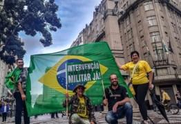 Entre os que votaram Bolsonaro em 2018, quase 50% apoia intervenção militar e fechar Congresso e STF