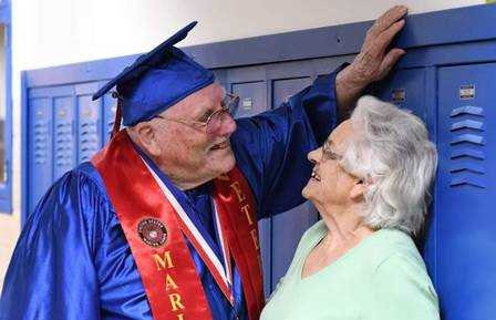 xblog antill.jpg.pagespeed.ic .Pcx4xlLW0h - Veterano de guerra americano, de 91 anos, forma-se no ensino médio junto com o bisneto
