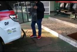 Polícia do DF prende amigo de estudante de veterinária picado por cobra naja